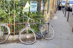 巴黎 残破的自行车 免版税库存图片