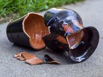 残破的花瓶 免版税库存照片
