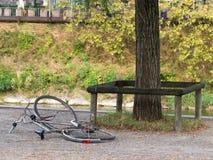 残破的被放弃的自行车 库存图片