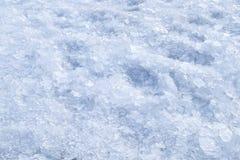 残破的被击碎的冰冬天雪背景 库存图片