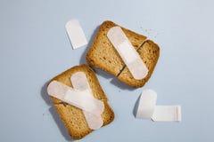 残破的面包干和医疗膏药 免版税库存照片