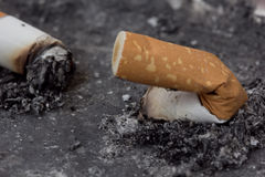 残破的香烟 免版税库存图片
