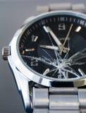 残破的玻璃手表 免版税库存照片