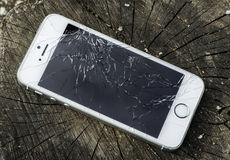 残破的iphone 免版税图库摄影