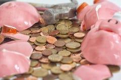 残破的Piggybank 免版税库存照片