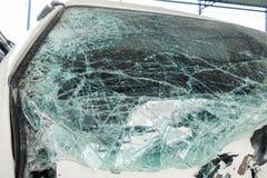 残破的van car挡风玻璃 汽车事故  库存图片