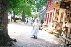殖民地威廉斯堡街道场面 库存图片