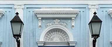 殖民地建筑学在圣地亚哥de los Caballeros 免版税图库摄影
