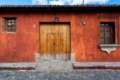 殖民地房子保存良好的安地瓜 图库摄影