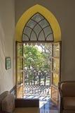 殖民地样式窗口在墨西哥 免版税库存图片