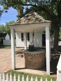 殖民地砖水井 库存图片