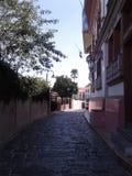 殖民地老街道 免版税库存照片