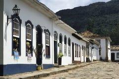 殖民地街道在Tiradentes,米纳斯吉拉斯州,巴西 免版税图库摄影