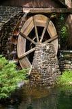 段磨房水轮 库存照片