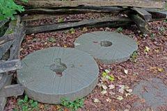 段磨房的额外研的石头 免版税库存图片