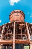 毁坏了一个被放弃的冷却塔 免版税库存图片