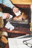 毁坏从案件的商人重要文件在firepla 免版税库存图片