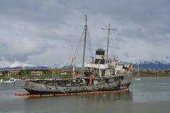 击毁船的看法在乌斯怀亚,巴塔哥尼亚 免版税库存图片