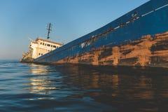 击毁货船在黑海 库存照片