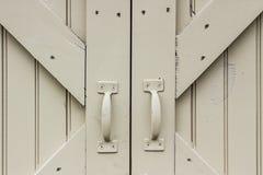 毂仓大门和把柄 免版税库存图片