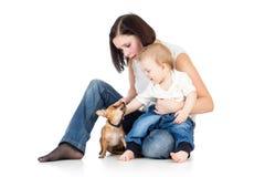 母亲、婴孩和狗 免版税库存图片