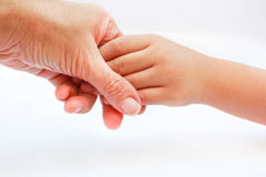 母亲举行孩子的手。 免版税库存图片