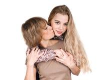 母亲亲吻 免版税库存图片