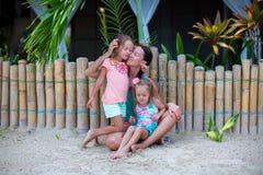 年轻母亲和两个美好女儿坐 免版税图库摄影