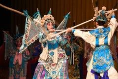 """母亲和儿子竞争北京Opera""""杨Family†的妇女将军 免版税图库摄影"""