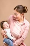 母亲和六个月女婴 库存图片