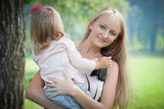 母亲和女儿。 库存照片
