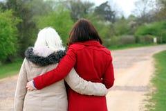 母亲和女儿。 免版税库存图片
