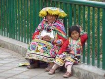 母亲和女儿。 库存图片