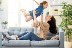 母亲和女儿使用 免版税图库摄影