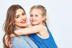 母亲和女儿容忍 微笑 图库摄影