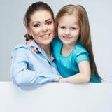 母亲和女儿容忍 有孩子女孩的女商人 Iso 库存图片
