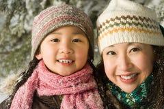 母亲和女儿帽子的 库存照片