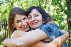 母亲和女儿时间 库存照片