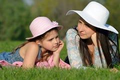 母亲和女儿梦想  免版税库存照片