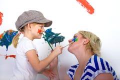 母亲和女儿油漆 库存图片
