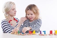 母亲和女儿 免版税图库摄影