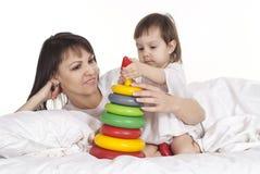母亲和她的孩子 免版税库存图片