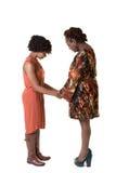 母亲和她青少年女儿祈祷 免版税库存照片