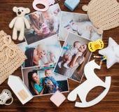 母亲和婴孩图片和玩具在土气木背景 库存图片