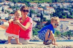 母亲和孩子在度假在欧洲,克罗地亚 库存图片
