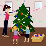 母亲和孩子装饰圣诞树 免版税库存照片
