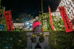 母亲和孩子雕象Sensoji寺庙的,东京 免版税库存照片