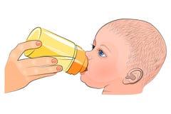 母亲和孩子 在瓶的牛奶 免版税库存照片