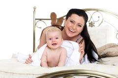 母亲和小婴孩。 图库摄影