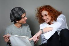 母亲和少年儿子 免版税库存照片